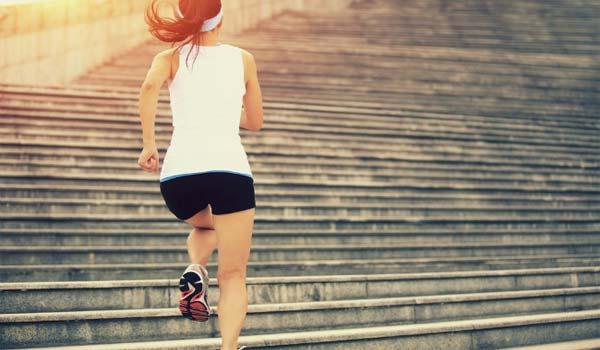 Come bruciare calorie durante la giornata senza far allenamento