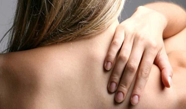 Come rimuovere i brufoli sulla schiena in modo naturale